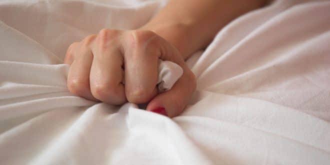 ارگاسم در زنان 660x330 اهمیت ارضای جنسی همسران