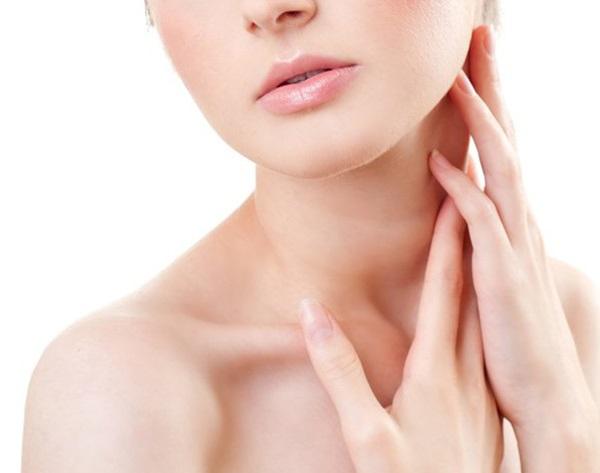 DIY Scrub and Pack to Get Rid of Dark Skin on Neck دلیل بوی خوش گردن زن از چیست ؟