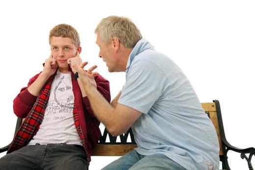 چرا فرزندان در دوران نوجوانی،از والدین خود دور می شوند